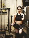 Anne Hathaway She thought it was a good idea to use the band aids? Foto 379 (Энн Хэтэуэй Она думала, что это хорошая идея использовать группы по СПИДу? Фото 379)