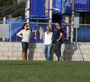Брук Берк, фото 1452. Brooke Burke playing in the park with her kids in Malibu, february 20, foto 1452