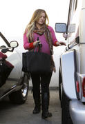 http://img111.imagevenue.com/loc141/th_298344721_Hilary_Duff_leaving_the_doctors_office24_122_141lo.jpg