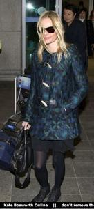 Nov 21, 2010 - Kate Bosworth - At Incheon Airport in Seoul Th_78879_tduid1721_Forum.anhmjn.com_20101130075736026_122_223lo