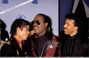 1986- The 28th Grammy Awards Th_779915759_006_34_122_238lo