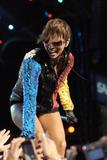 th_71904_celebrity-paradise.com-The_Elder-Keri_Hilson_2010-02-04_-_Pepsi_Super_Bowl_Fan_Jam_in_Miami_687_122_377lo.jpg