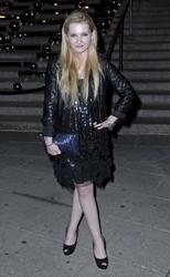 http://img111.imagevenue.com/loc593/th_139359637_AbigailBreslin_VanityFairParty_TribecaFF_270411_004_122_593lo.jpg